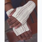 Plymouth Yarn F641 Lacey Fingerless Gloves (Free)
