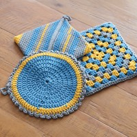 366 Crocheted Pot Holders and Trivet
